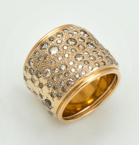 Pomellato yellow gold ring with white and brown diamonds Sabbia collection