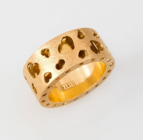 Nanis yellow gold ring