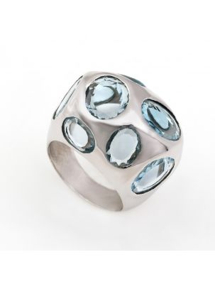 Nanis white gold ring with blue topaz