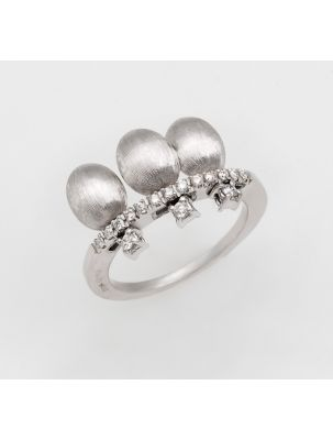 Nanis white gold ring with diamonds