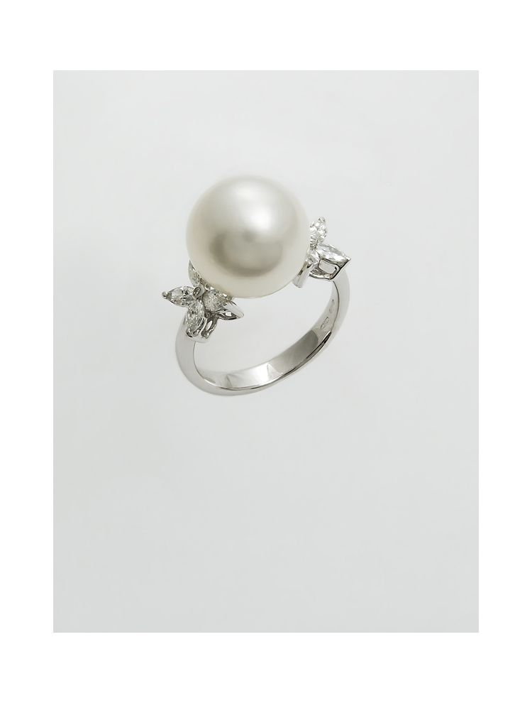 Chimento white gold ring with pearl and diamonds