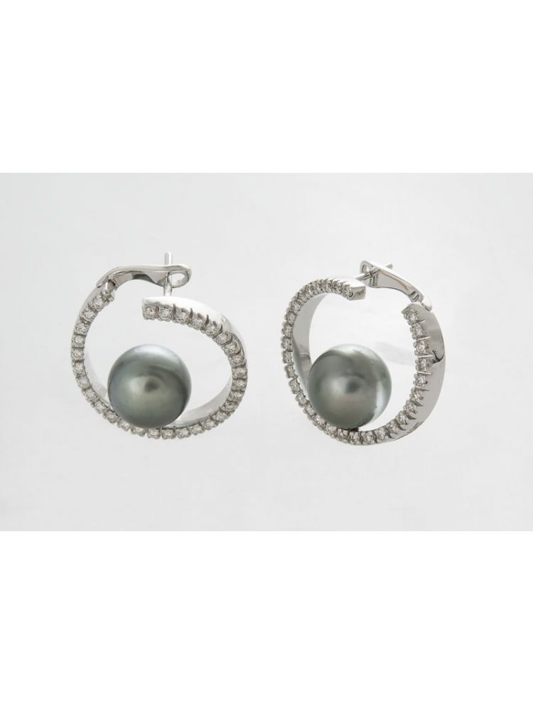 Damiani pearl earrings with diamonds