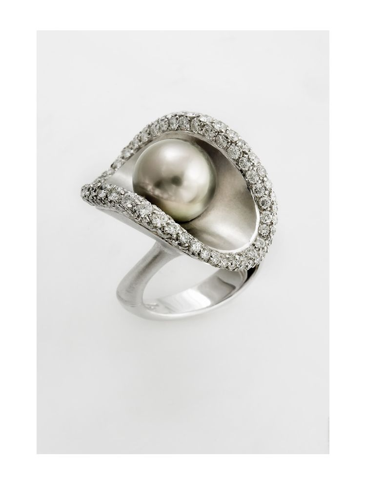 Damiani white gold ring with diamonds and pearl