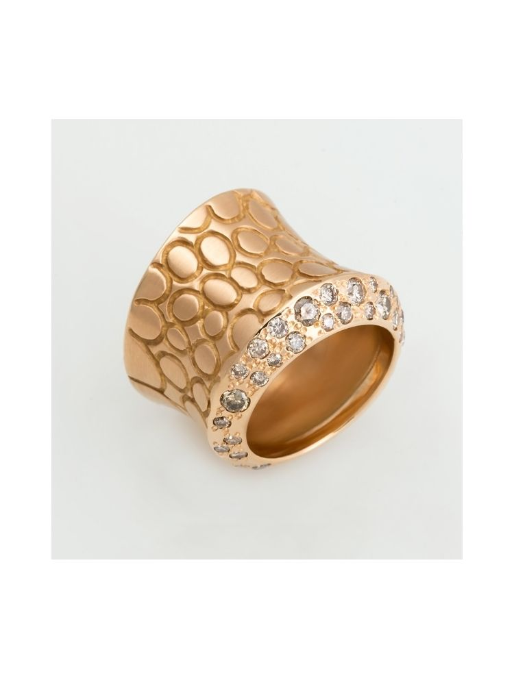 Pomellato pink gold ring with diamonds